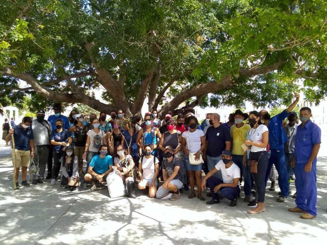 Participantes en la siembra de árboles convocada por Habana Verde, en el Día Mundial del Medio Ambiente (5 de junio 2021).