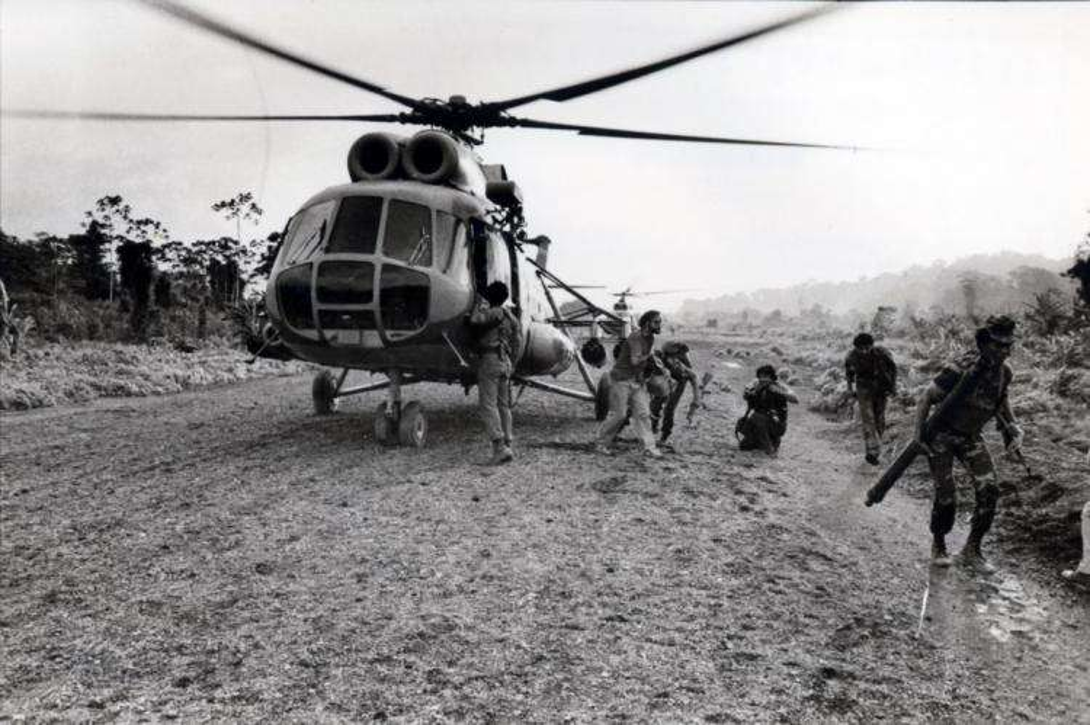Un helicópter en la pista La Penca, en territorio nicaragüense del sector Río San Juan, donde venían los periodistas internacionales y nacionales, víctimas del atentado.