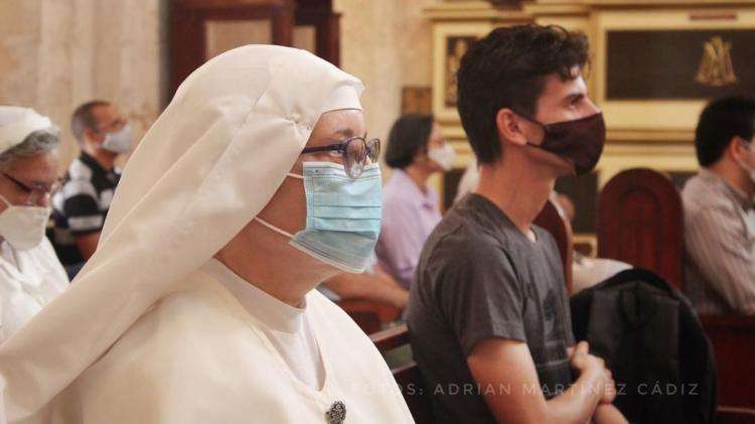 Iglesia basílica caridad Habana joven monja oraciones 5