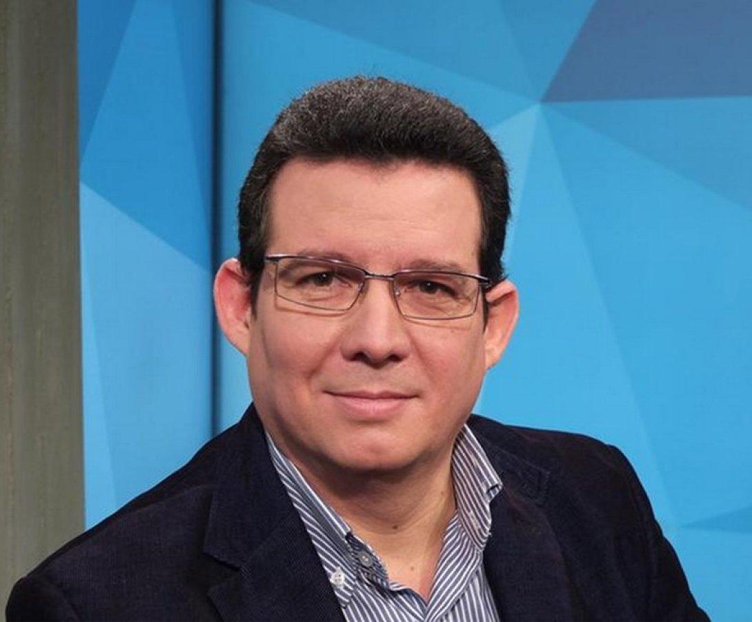 Amir Valle Trabajando en Deutsche Welle TV. Foto: Agencia Deutsche Welle.