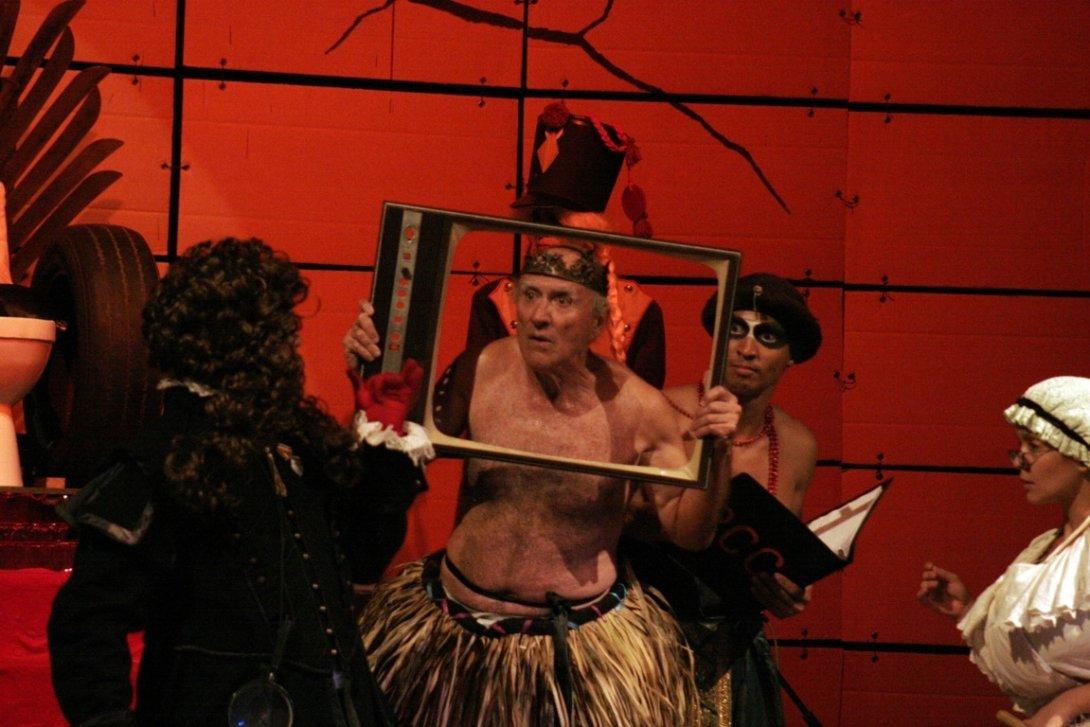 "Obra teatral ""El rey se muere"". Foto: Buby."