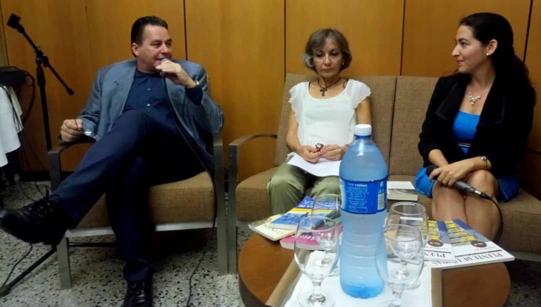 Escritores independientes, Ángel Santiesteban y Verónica Vega.