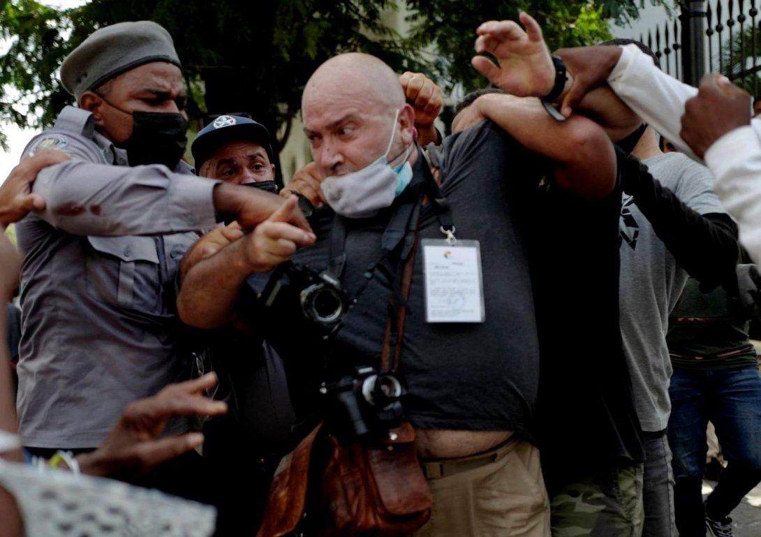 Protestas en Cuba. 11 de julio 2021. Periodista reprimido