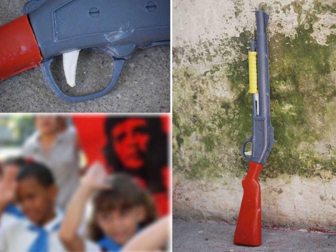 Juguetes artesanales cubanos. Fusiles.