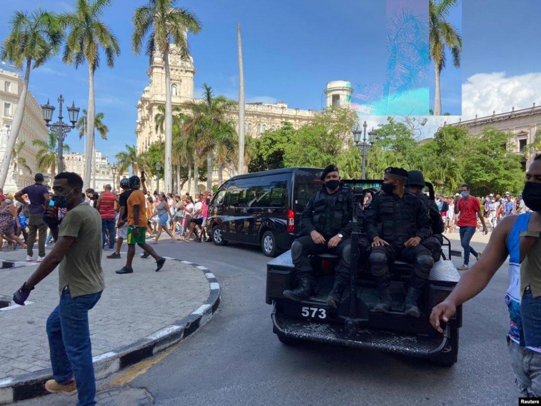 Boinas negras movilizadas en La Habana. Protestas en Cuba
