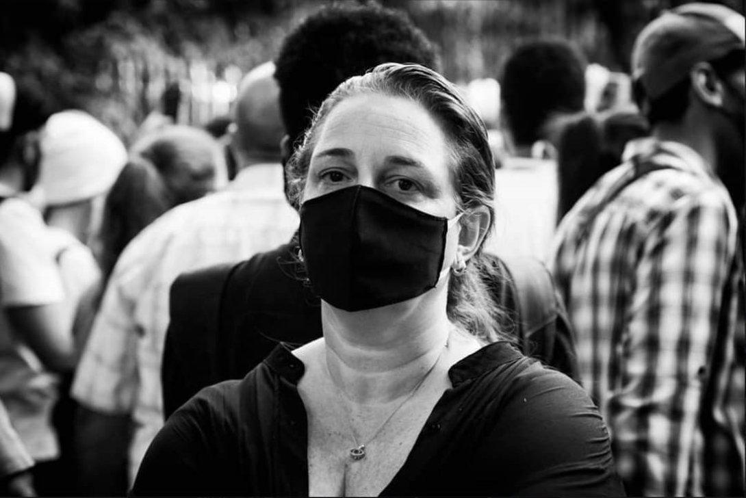 Tania Bruguera con nasobuco.