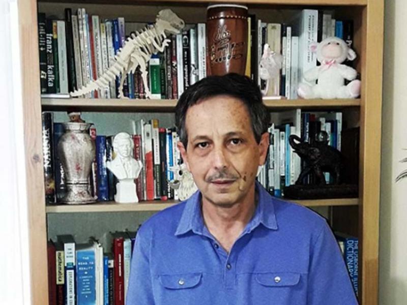 El poeta cubano Carlos Sotuyo