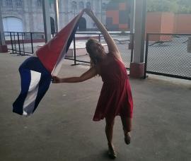 """Camila Róger compartió esta foto en su muro de Facebook, reto """"La bandera es de todos""""."""